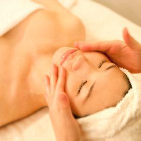 """""""In Room Massage"""" 4月おすすめコース"""