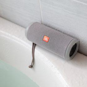 <p>防水ポータブルオーディオ、同ポータブルテレビを常設</p>