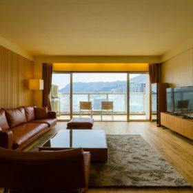 <p>リビングから函館山を望む *現在、他ホテルが建設中のため一部眺望が異なります </p>